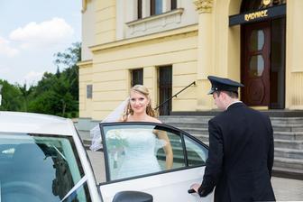 náš kamarád Jarek se své funkce zhostil s čepicí na hlavě a předcházejícím telefonátem, jestli chceme za auto plechovky :D