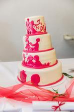 přestali nás trápit a přinesli pravý dort, který se poněkud bortil a obrázky měl neplánovaně růžové místo bordó, ale chuťově byl dobrý:)))