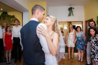 jako první novomanželský tanec jsme zvolili waltz...užili jsme si i předsvatební trénování :)