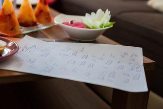 zvěčnění mého trénování nového podpisu v předvečer svatby :)