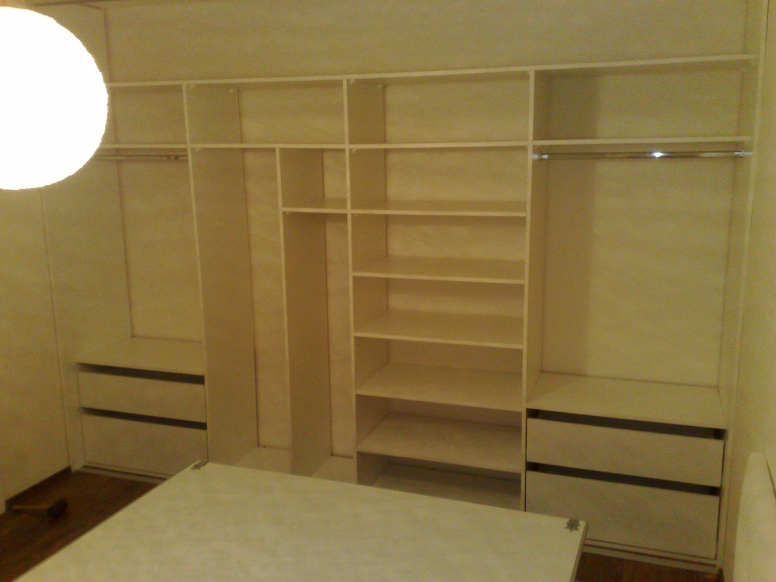 Ďalšie vstavané skrine - Vstavaná skriňa biela perlička + lacobel sivý 3,7m