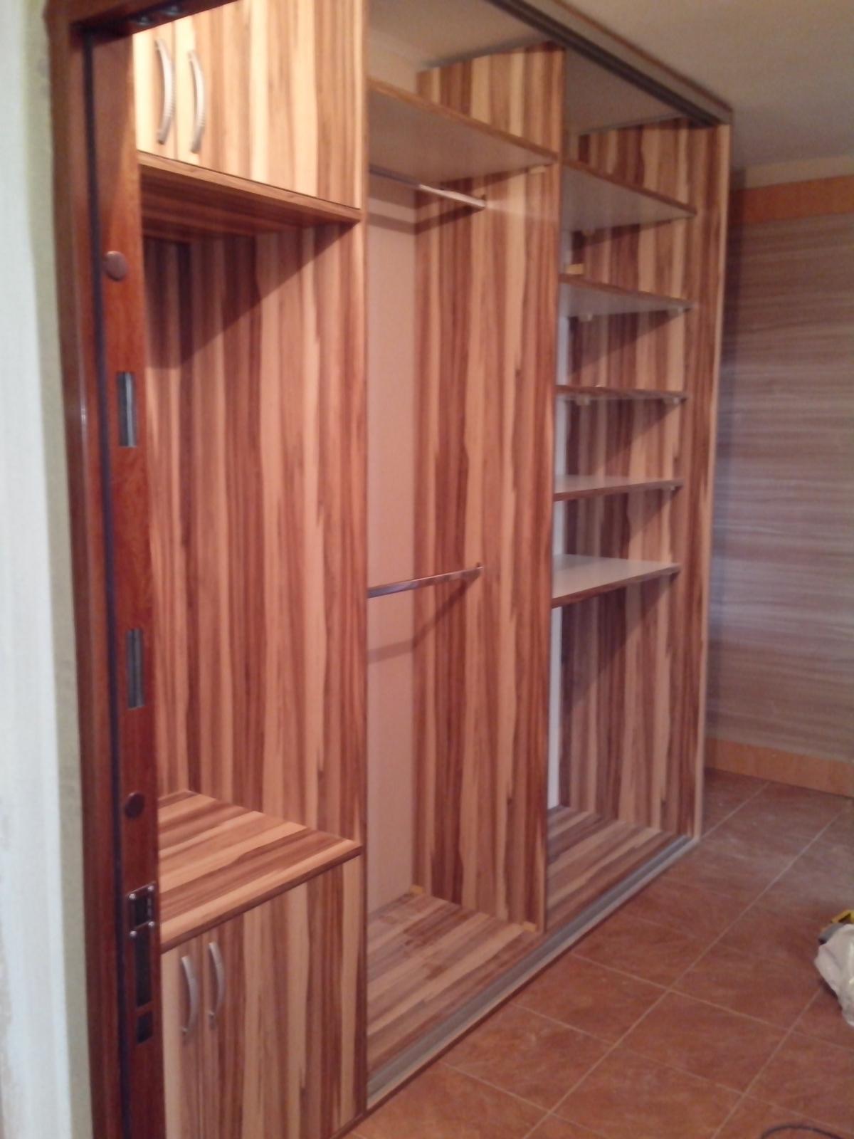 Ďalšie vstavané skrine - Orech baltimore