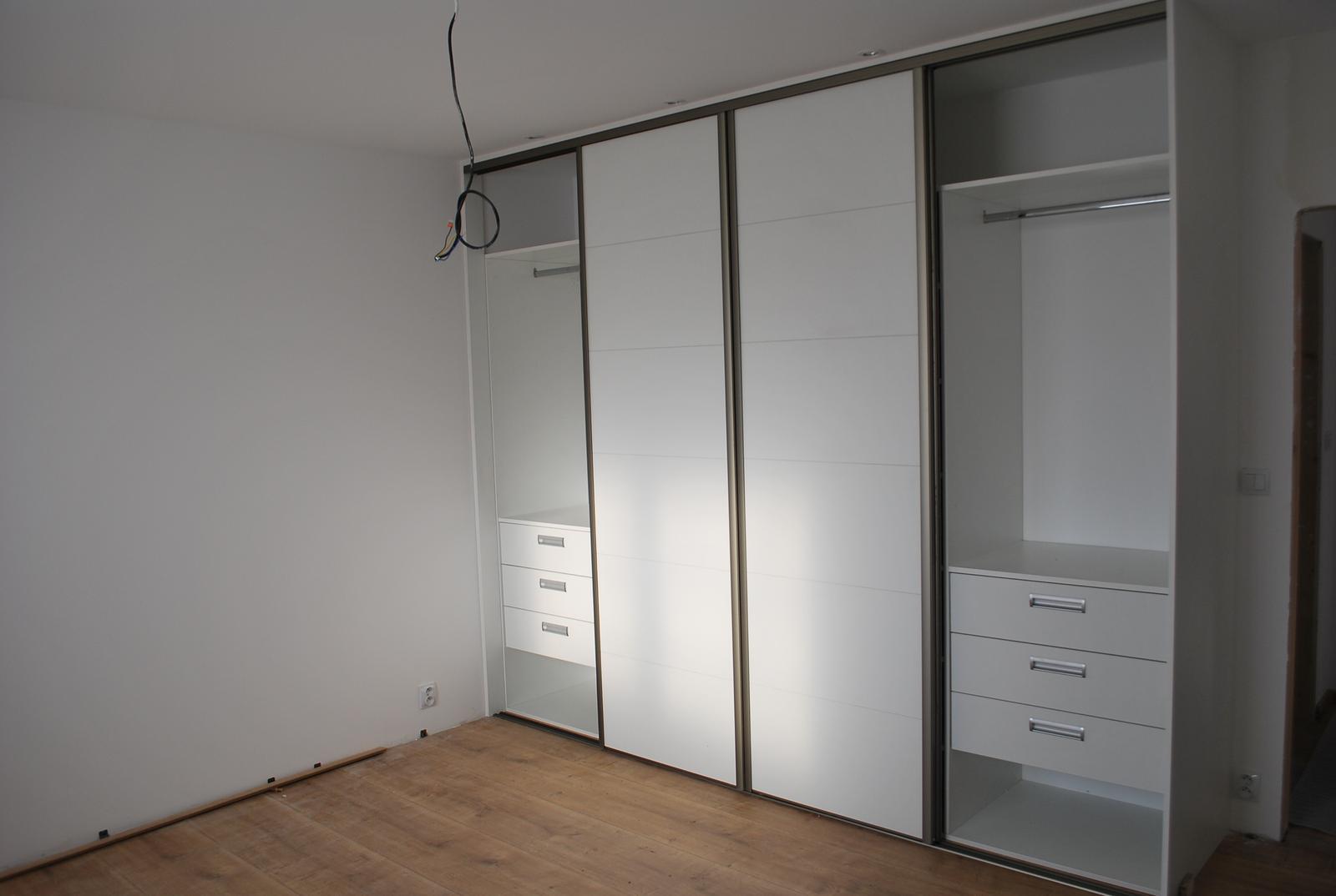 Ďalšie vstavané skrine - Vstavaná skriňa biela perlička