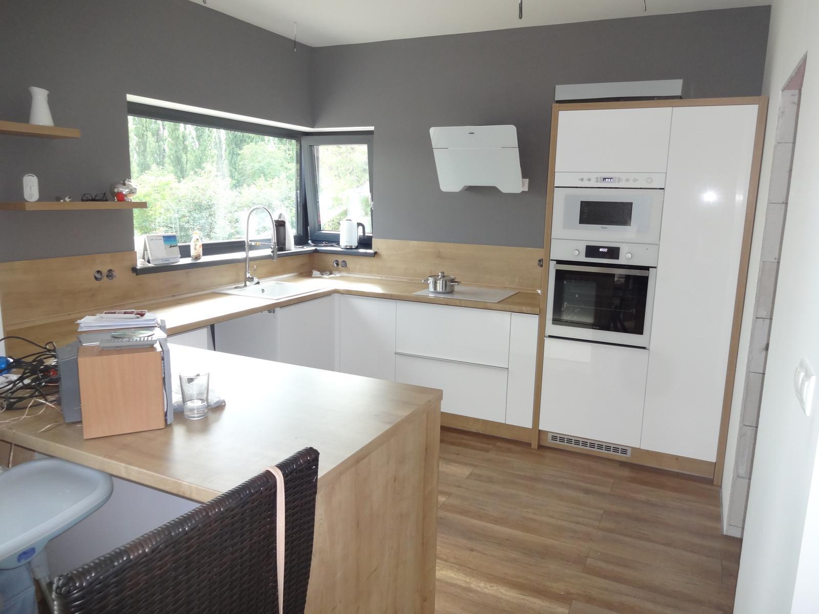 Kuchyne - Kuchyňa dub arlington / biela lesklá striekaná
