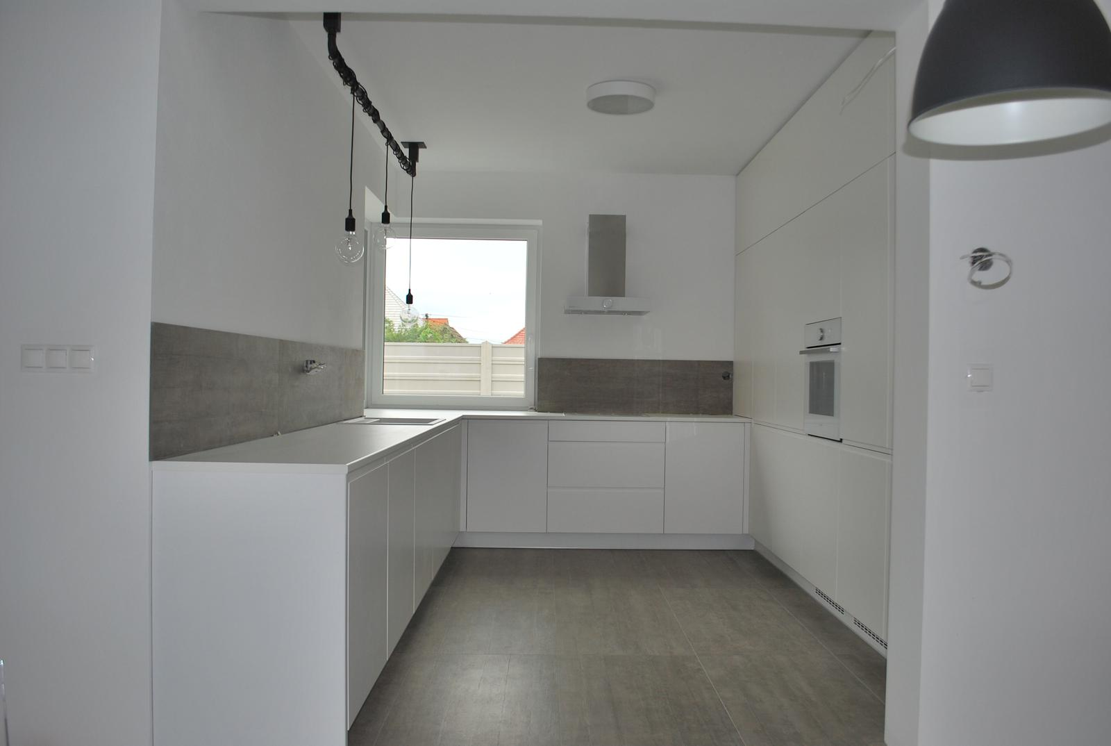 Kuchyne - Kuchyňa biela matná striekaná