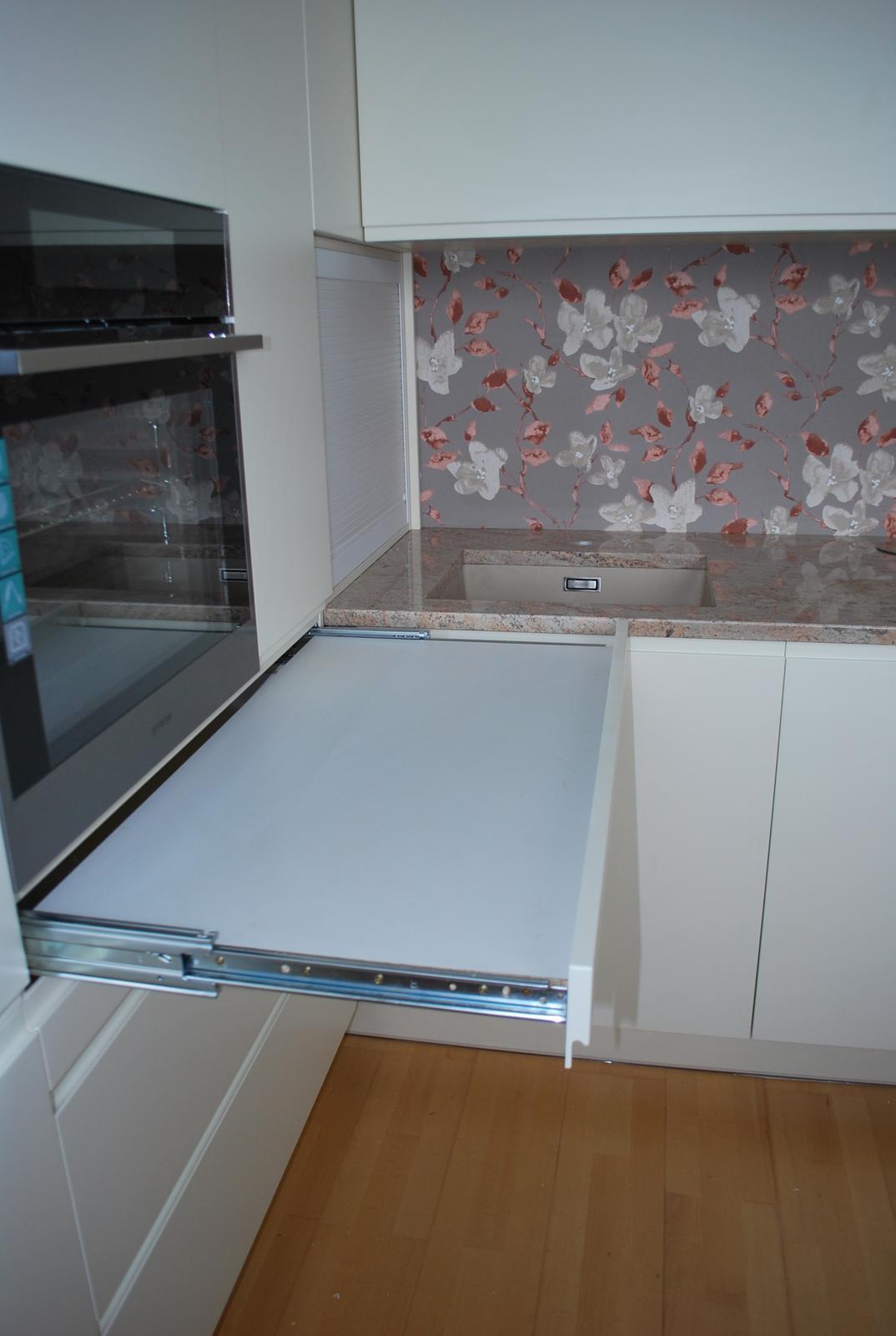 Kuchyne - Prídavná výsuvná pracovná doska, nosnosť výsuvu 200kg