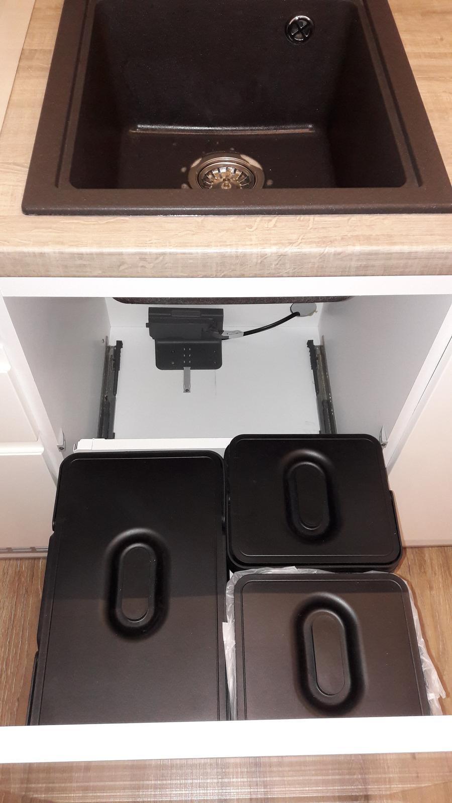 Kuchyne - Kuchyňa biela lesklá striekaná / dub autentic