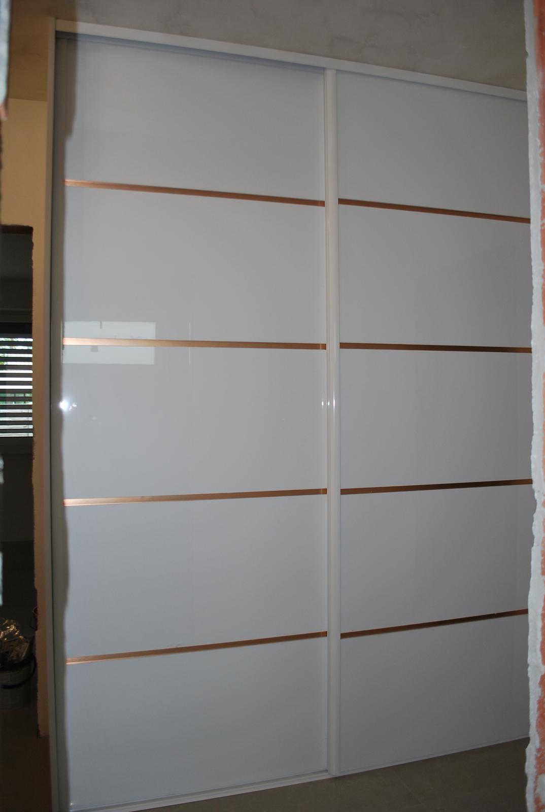 Ďalšie vstavané skrine - Vstavaná skriňa biela lesklá / copper brush