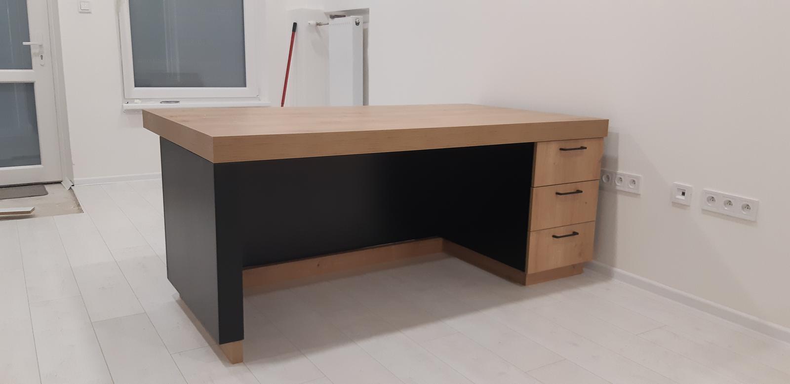 Komerčné priesotry - Kancelársky stôl dub hamilton/čierna