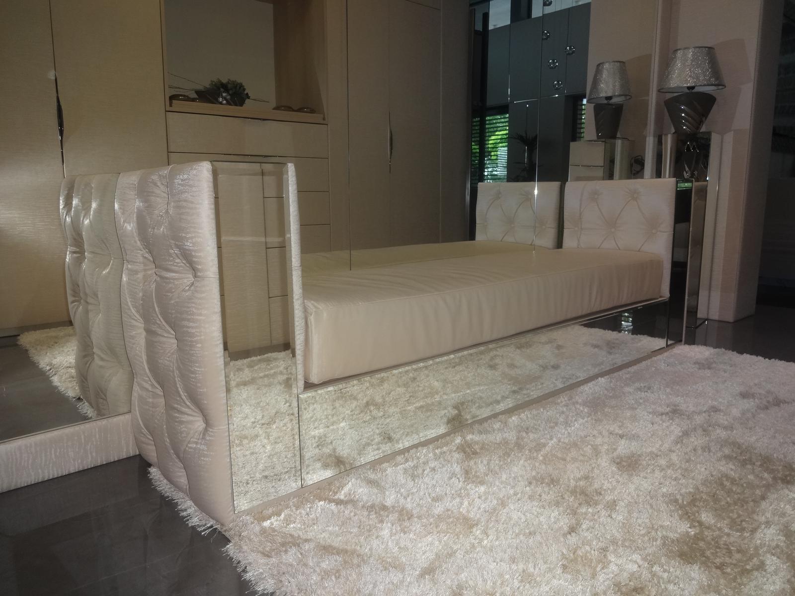 Zrkadlový nábytok - Čalúnená lavička s fazetovanými zrkadlami