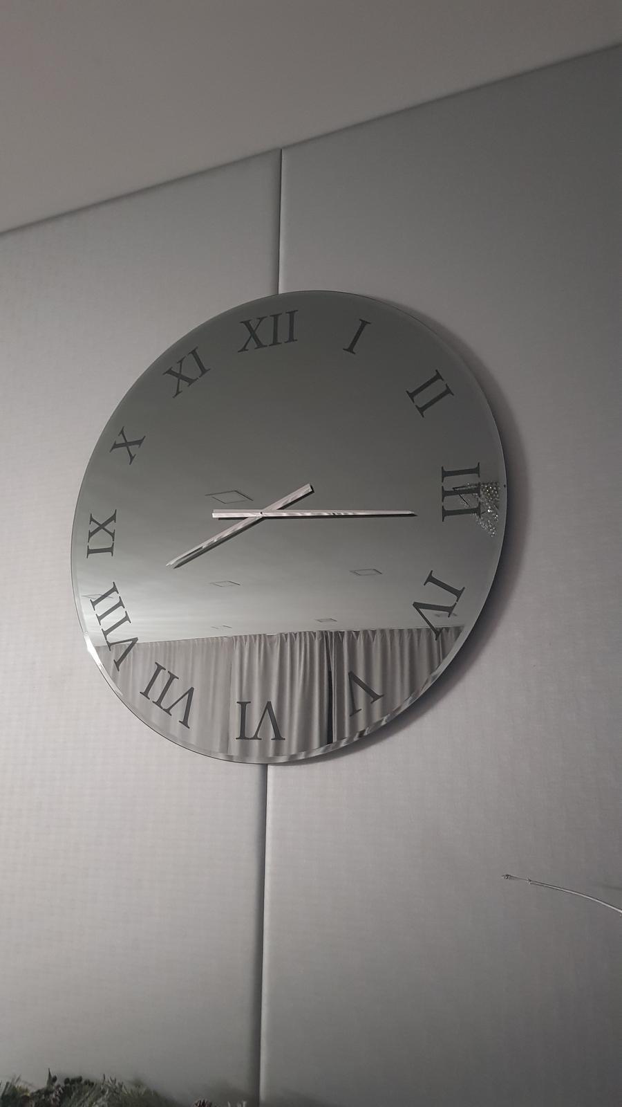 Zrkadlový nábytok - Nástenné hodiny zo šedého zrkadla