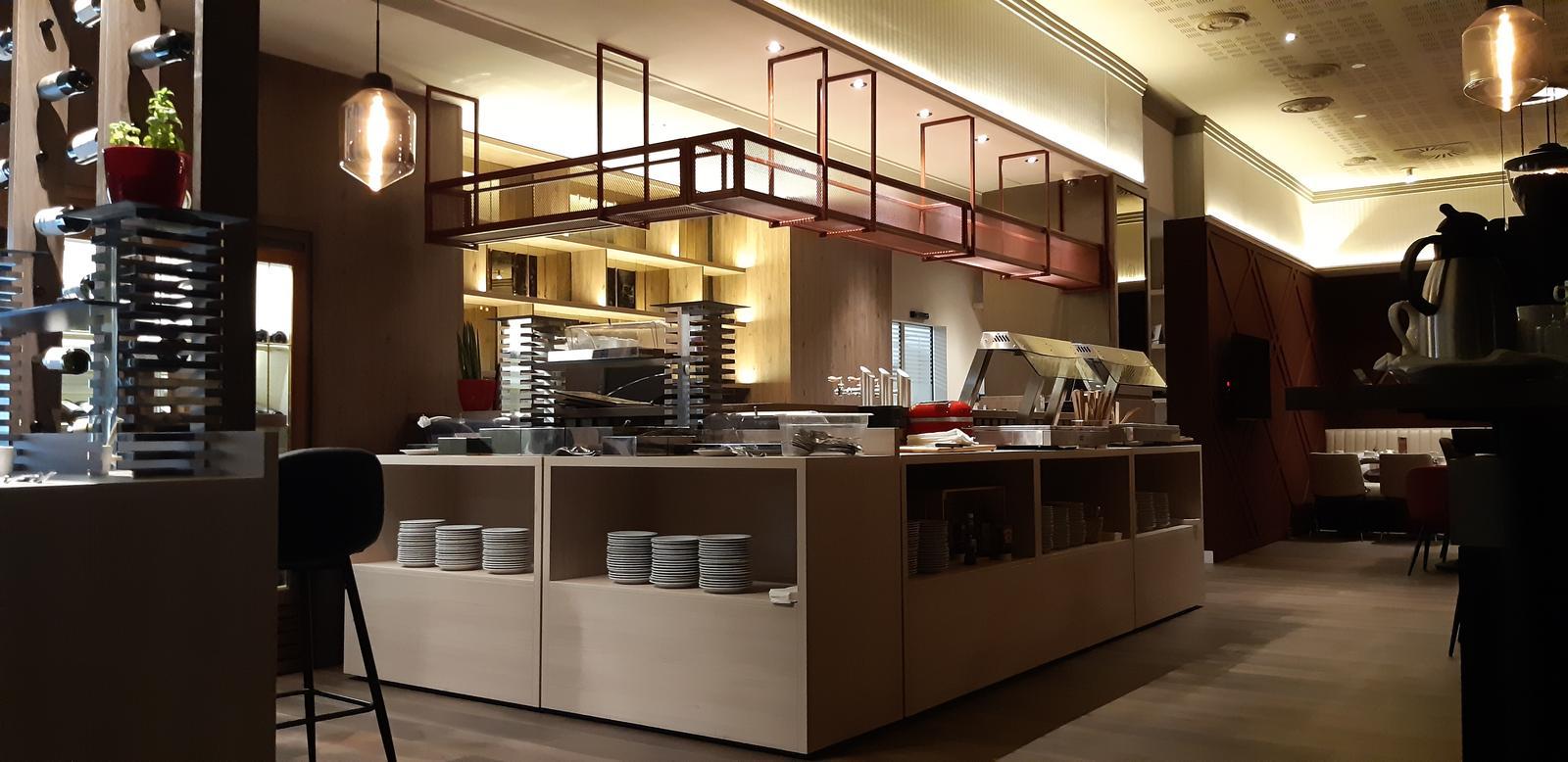 Komerčné priesotry - Hotel Imperial Ostrava - bar + servírovacie boxy