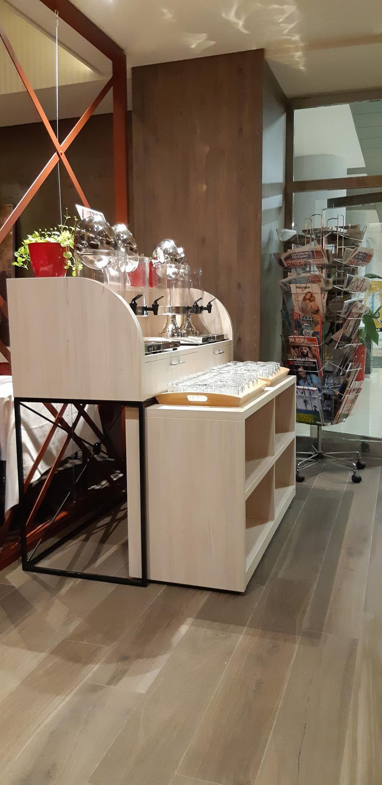 Komerčné priesotry - Hotel Imperial Ostrava - bufetový stôl