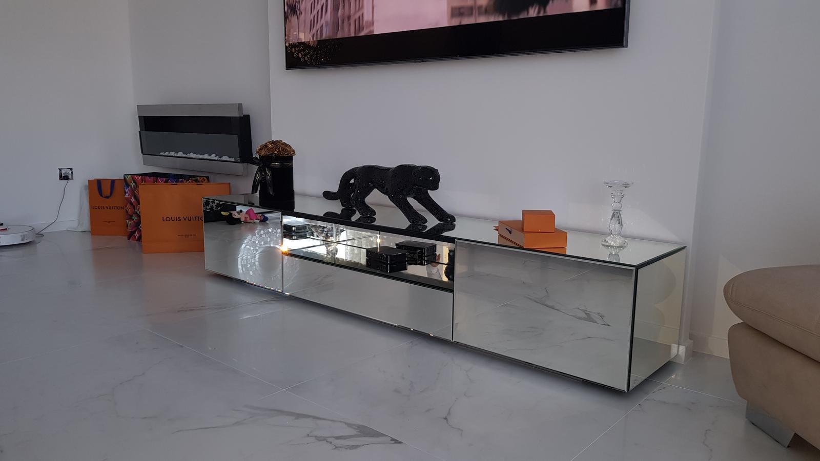 Zrkadlový nábytok - zrkadlová komoda pod TV