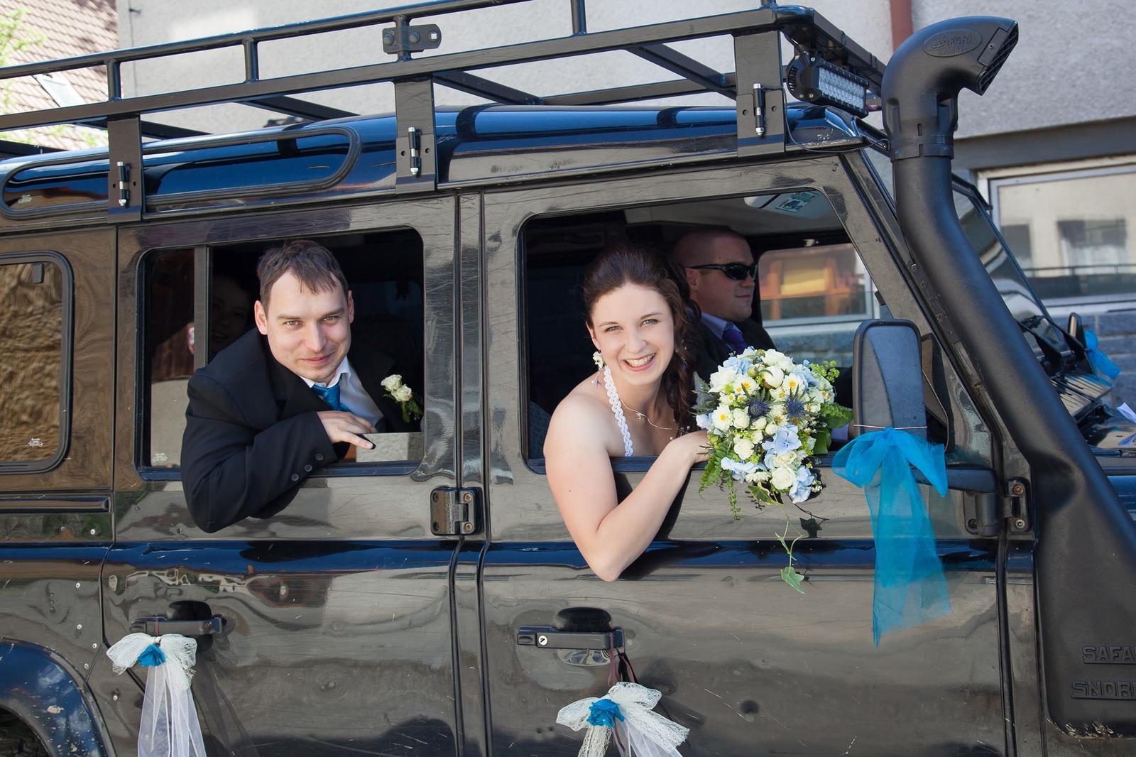 Hajuška{{_AND_}}Roman Lesní svatba - LAND ROVER náš super svatební vůz i s řidičem! :-)