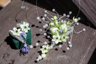 Květinové šperky - byly tak krásné a jiné než jsem zvyklá a tak krásně voněly!!