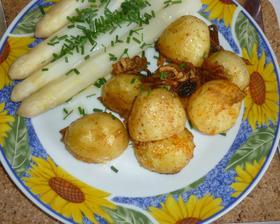 chřes s máslem a opečený nový brambor