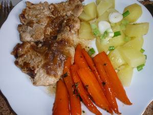 krůtí na liškách , glazovaná mrkev na hnědém cukru a brambory s mladou cibulkou - výsledek ...famózní dnešní oběd