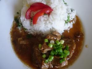 vepřové na houbách ...já prostě rýži miluji - manžel měl s knedlíkem