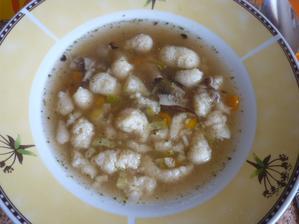 polévka s krupicovými noky