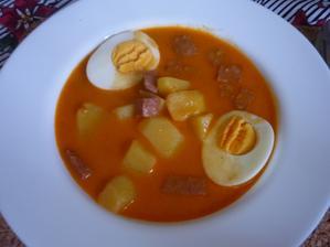 brambory na paprice s vejcem