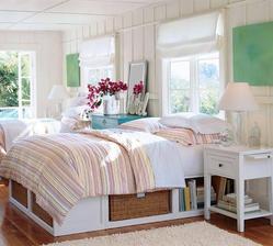moc se mi líbí řešení postele a hlavně není tím pádem nízká
