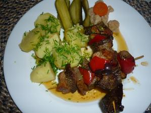 dnešní oběd- vepř. maso a játra , paprika ,cibule  ,slanina