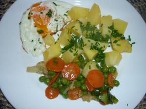 zelenina na másle a medu, brambory v páře  - moc jsem si pochutnala