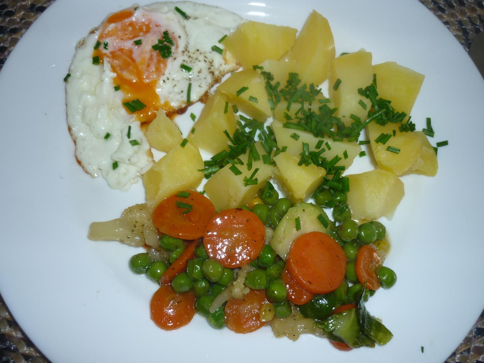Což dát si něco k snědku - zelenina na másle a medu, brambory v páře  - moc jsem si pochutnala