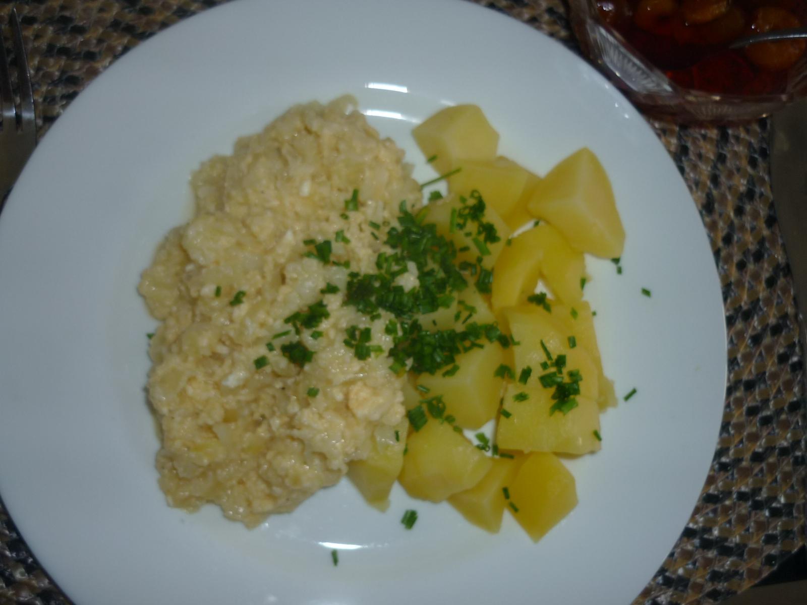 Což dát si něco k snědku - květákový mozeček- brambory a švestkový kompot