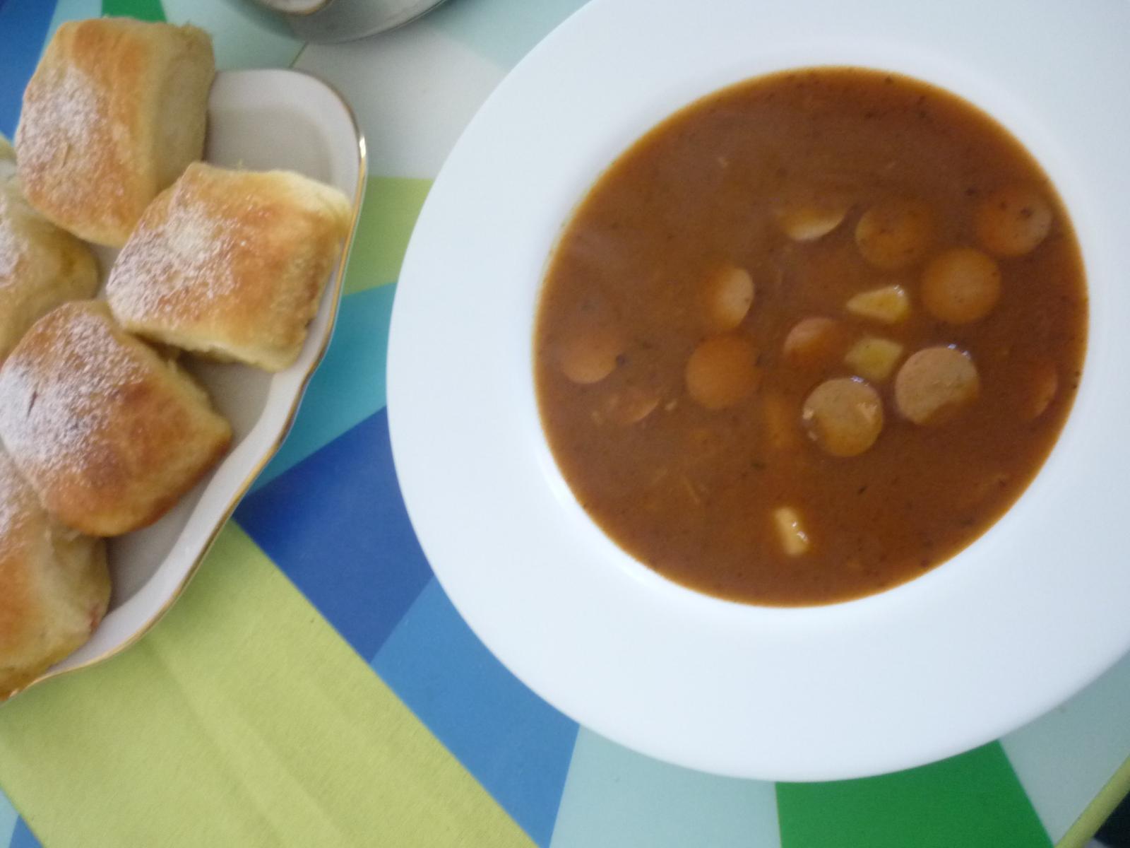 Což dát si něco k snědku - frankfurtská polévka k buchtám