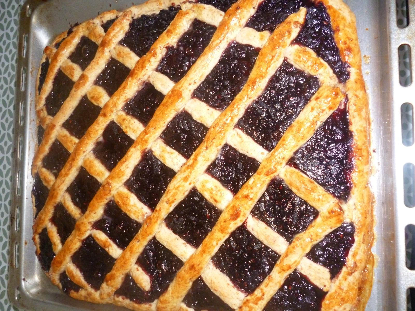 Což dát si něco k snědku - škvarkový koláč s domácí  bezinkovojablečnou marmeládou