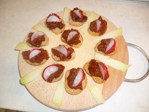 kanapky pro všechny - lilková pomaz. se sušenými rajčaty jako zobnutí před jídlem