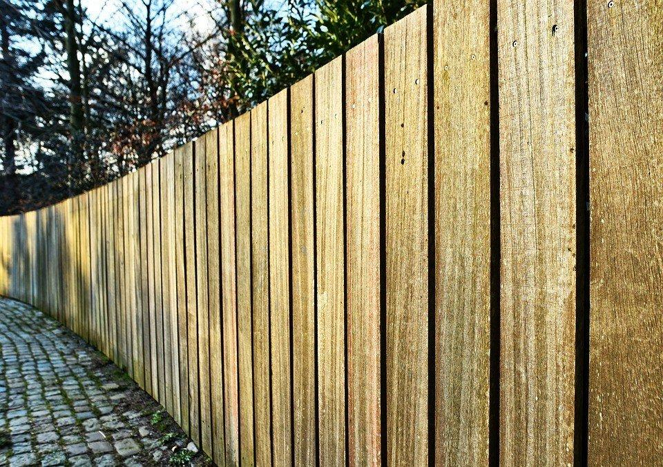 Možná se někomu hodí.... https://www.drevostavitel.cz/clanek/drevene-ploty?utm_source=www.seznam.cz&utm_medium=sekce-z-internetu - Obrázek č. 1