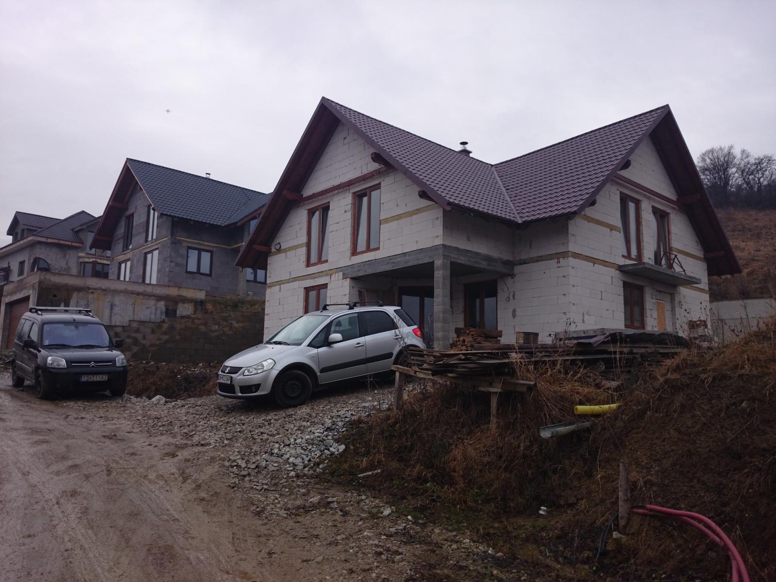 Prebiehajuce projekty - Niekedy je potrebne riesit okolie domu uz pri vytycovani stavby. Castokrat sa vyhnete problemom ktore neskor vyrazne ovplyvnia celkovy vzhlad. Prave prebieha navrh terennych uprav pre dom vo svahu.