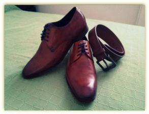 topánky s modrými šnúrkami pre môjho mladého...