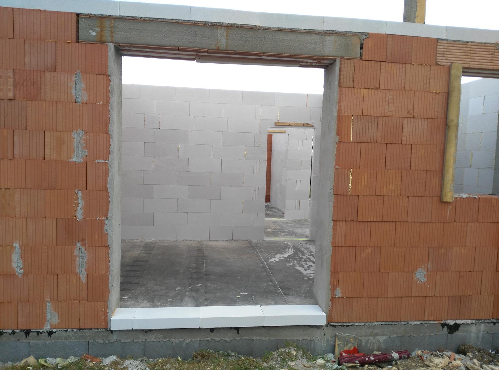 Nosné zdí a příčky jsou hotové.. za par dní bude domeček pod střechou..:-) - Obrázek č. 2