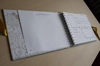 Svatební kniha s otázkami pro hosty. Vyrobila jsem už několik a byla to největší sranda :)