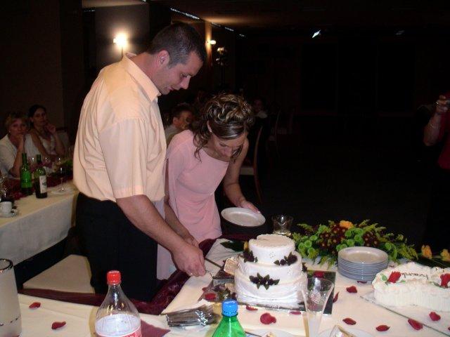 Iva{{_AND_}}Karol - tortičku sme krájali až po polnoci, zabudli sme :))))