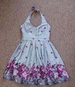 stříbrné šaty s fialovými květy, 38