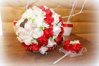 Vlatnoručne pripravená svadobná kutička s pierkom