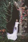 svatební šaty s hlubším výstřihem na zádech, 38