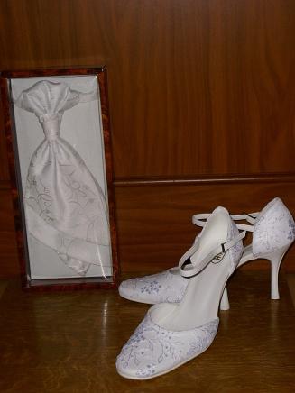 A&D 7.7.2007 - moje topánočky a ženíchova kravata :-)