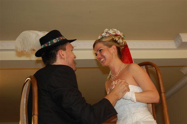 A&D{{_AND_}}náš svadobný deň - bolo treba silných mužov aby nás zdvihli :-)