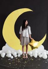 Měsíc a mráčky budou jako dekorace před stolem Dj :)