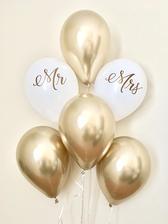 Miliony zlatých balonků nakoupeny.