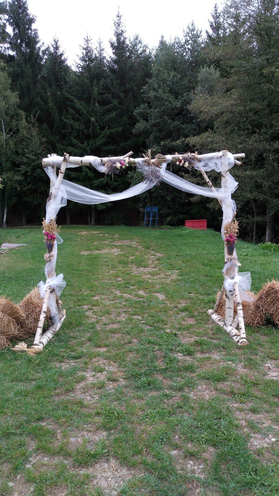 Ze svatby - Slavobrána s břízy - manželova výroba (možnost prodeje za 1500 Kč)
