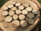 Dřevěná kolečka/stojánky na jmenovky,