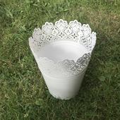 Bílá krajková nádoba/váza/květináč,