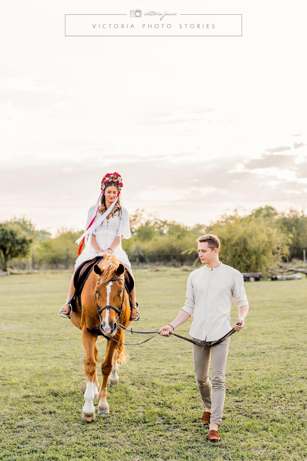 Predsvadobné fotenie s koníkmi  :) - Obrázok č. 10